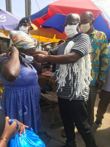 SHARING OF NOSE MASK TO MARKET WOMEN WITHIN THE MUNICIPALITY BY THE EKMA MCE
